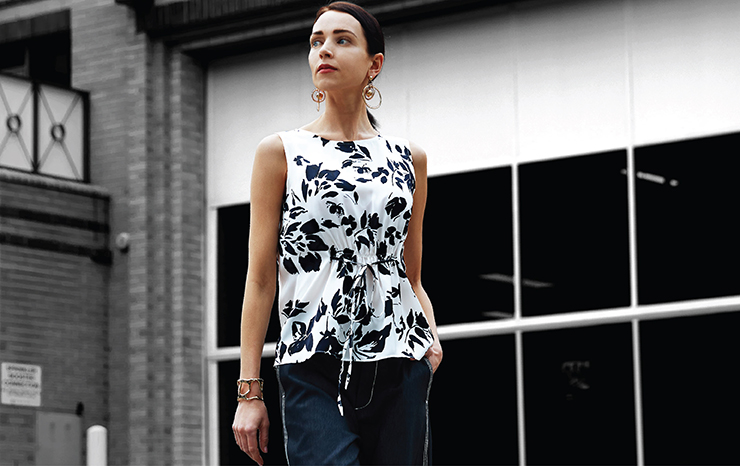 Floral Print Sleeveless Top With Tied Belt 01748015 Denim Look Culottes With Contrast Stitching 01752001